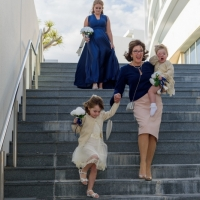 bridal-party-arrives-at-stingray-point-wilson-russell-hyde-photography-6