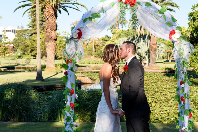 kiss-the-bride-at-queens-gardens-wedding